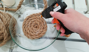 Krok II - Przyklejanie jutowego sznura