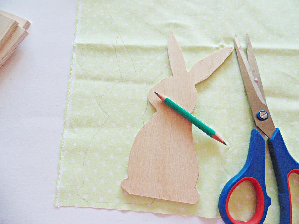 KROK II - Odrysowywanie kształtu na tkaninie